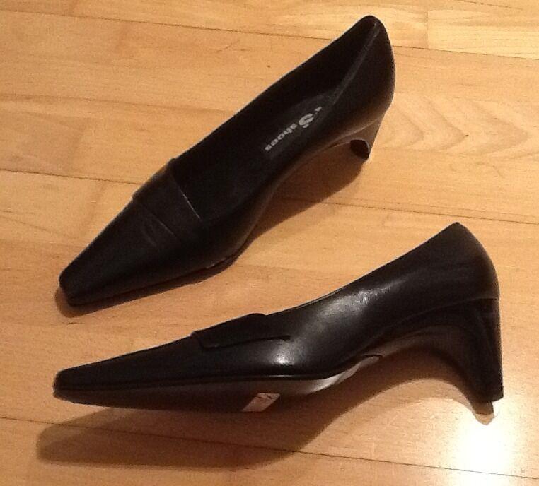 Stunning Black Leather Heels - Size 3 1/2 - Lovely Design