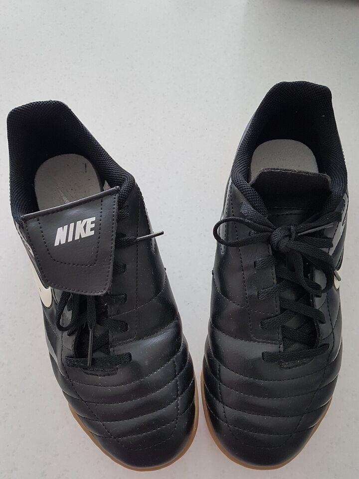 Indendørs sko, Nike, str. 34 – dba.dk – Køb og Salg af Nyt