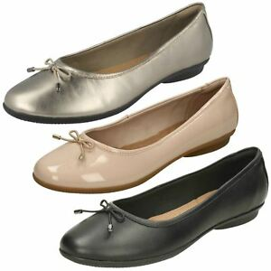 Ladies-Clarks-Gracelin-Blu-Smart-Slip-On-Ballerina-Flats-D-Fitting