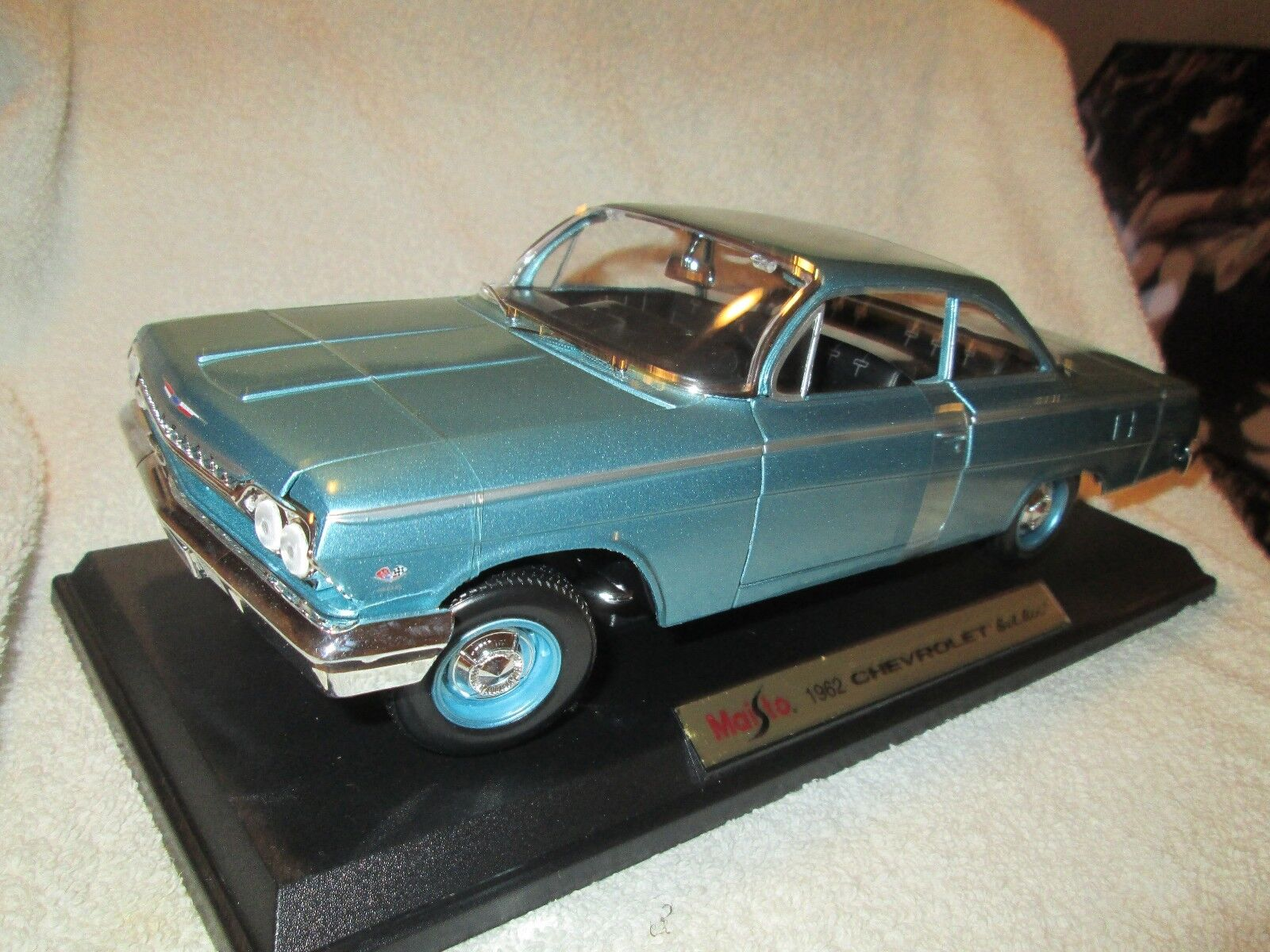 1962 belair chevy  lt green 1 18 Metal Die Cast maisto 2 door ht