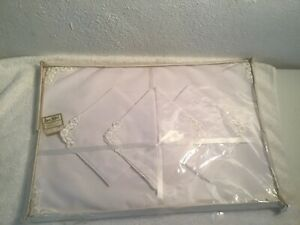 4-ea-Vintage-Kaye-Walt-White-Placemats-and-Napkins-With-Laced-Corners-NOS