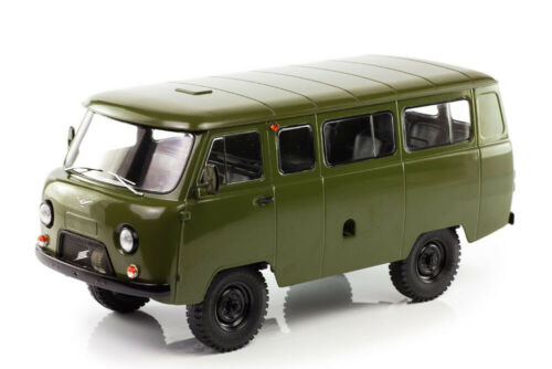 SSM SSM2009 1:18 UAZ 452Ð' 1972-1985 GREEN//KHAKI