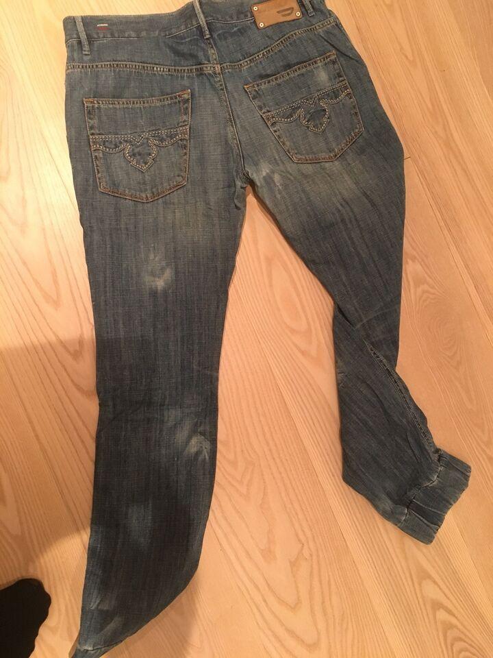 Jeans, Diesel, str. 29