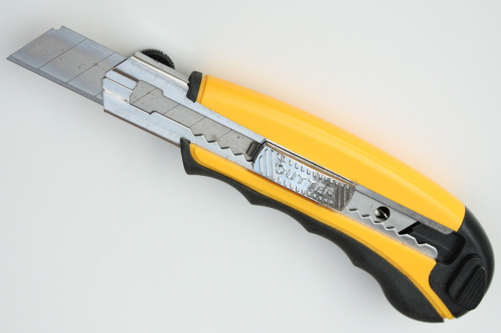 Profi-Teppichmesser mit 5+1 Abbrechklingen 18mm + Auto-Load