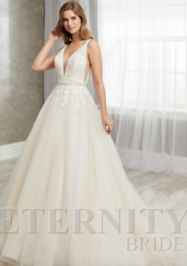 Ex-Sample-in-Perfect-condition-Eternity-D5722-wedding-dress-UK18
