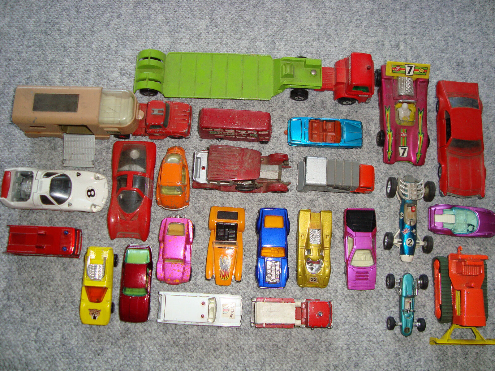Très ancienne et rare voiture-modèles