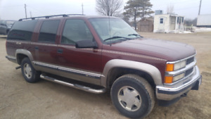 1999 Chevrolet Suburban 4x4, leather loaded