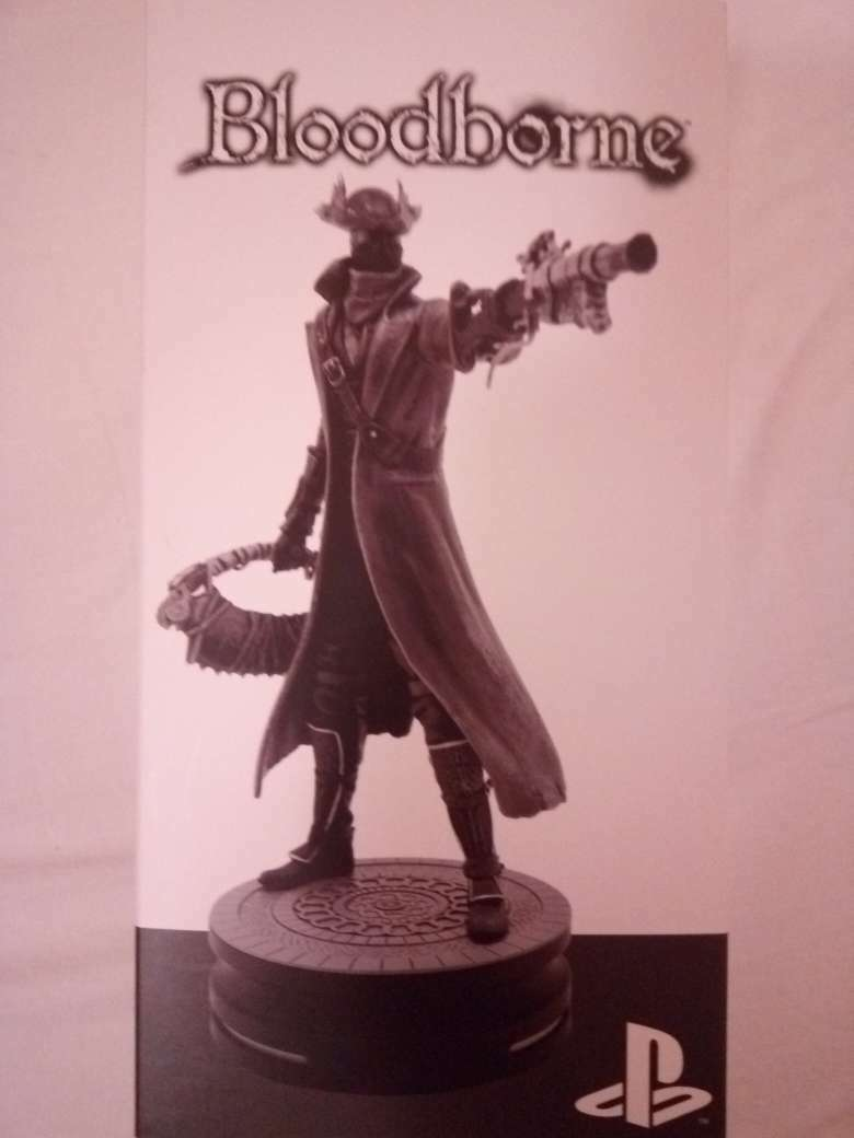 Modern Icons  5 Bloodborne Hunter Statue Figure