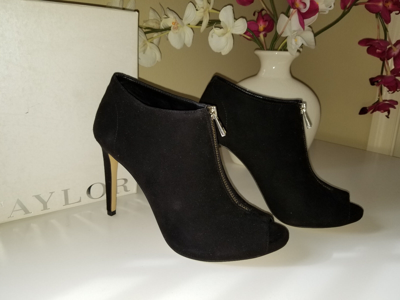 Ann Taylor Mattie Zipper Shootie Black Suede Leather Bootie Sz. 8,5 M   148