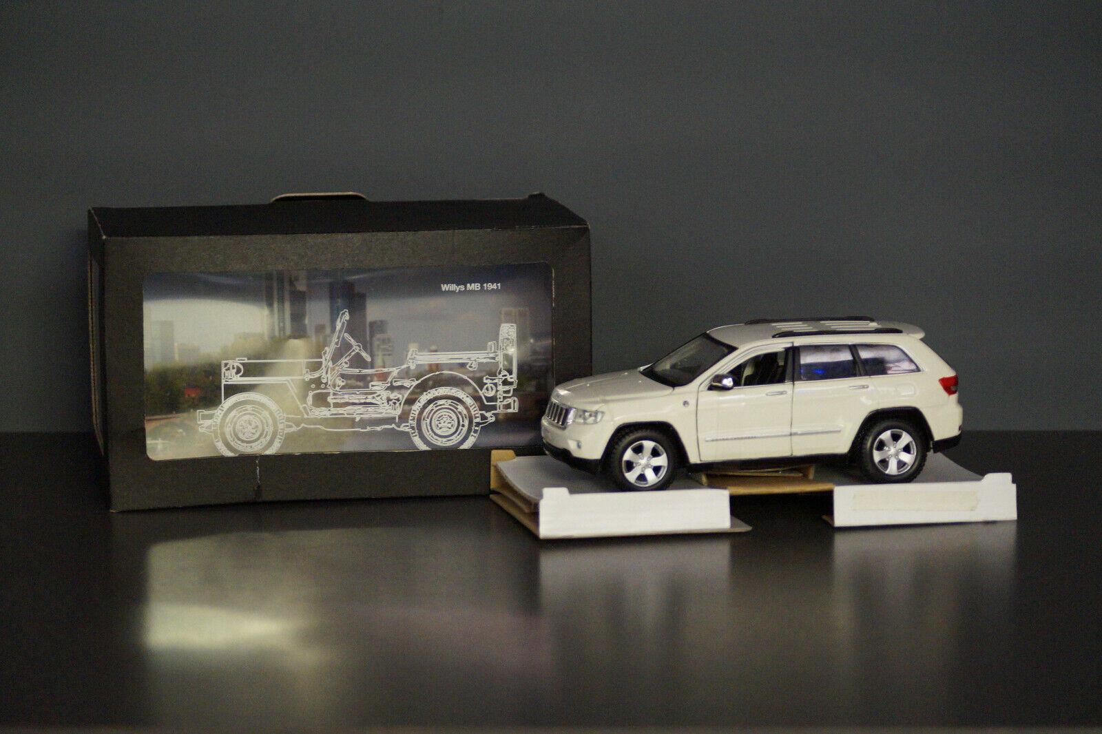 Jeep Grand Cherokee Laredo weiss Promo Box 31205 Maisto 1 24