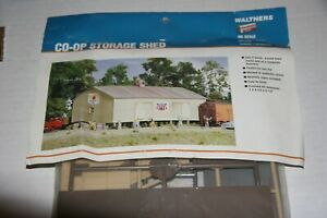 HO-WALTHERS-CO-OP-STORAGE-SHED-KIT-FROM-ESTATE