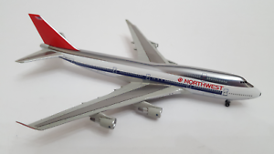 Dragon 1 400 NORTHWEST Boeing 747-400