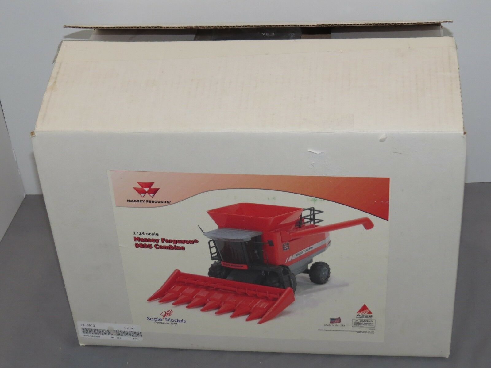Massey Ferguson MF 9895 Toy Combine with Corn Head 1 24 scale Scale Models NIB