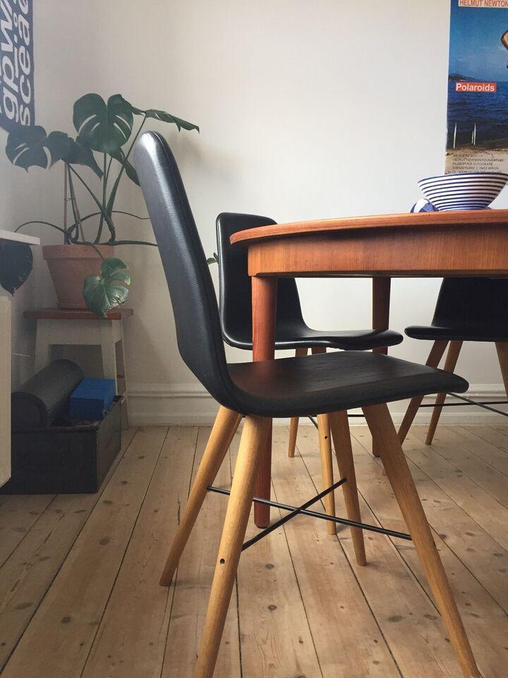 Sorte læderstole m. egetræsben fra Bolia