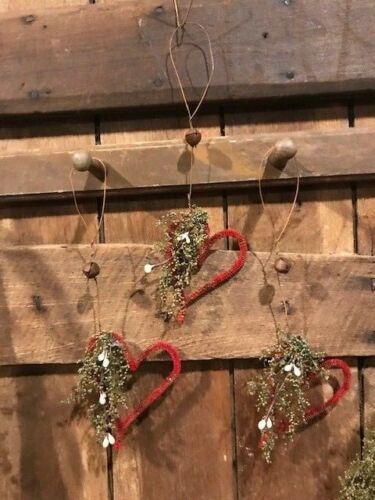 Primitive Hearts Peg Hanger Ornaments 3 Grubby Valentine/'s Bowl Fillers