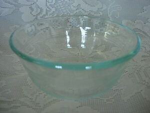 Vintage-Set-of-3-PYREX-Lt-Sage-Green-Glass-10-oz-Custard-Cup-Bowl-Made-in-U-S-A
