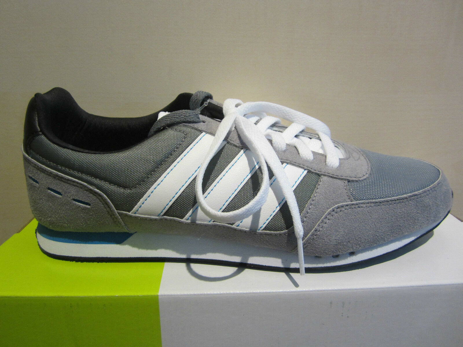 Adidas Lace Up / Sneaker Grau / Weiß NEU