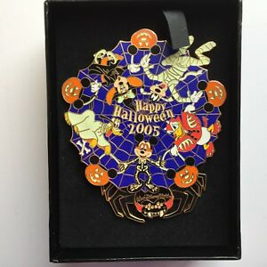 WDW - Halloween 2005 Jumbo Pin Mickey Mouse and Gang Spinner