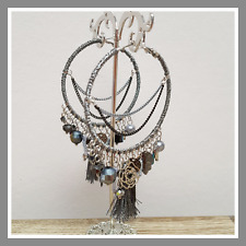 Boucles d'oreilles créoles Ikita bijou gris perles chaîne girly pompon fleurs