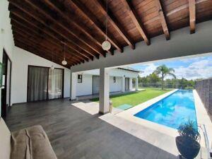 HERMOSA CASA EN VENTA CON ALBERCA. Rancho San Diego. Ixtapan de la Sal. Edomex. Casa LA JOYA