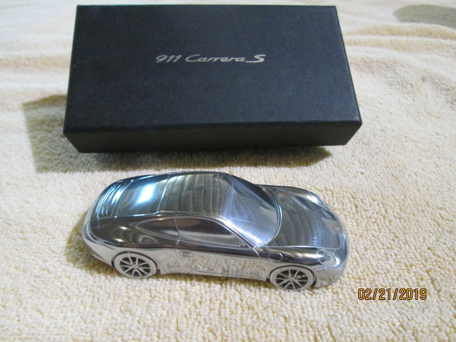 PORSCHE 911 voiturerera S Limited Edition  Model Aluminum paperweight  est réduit
