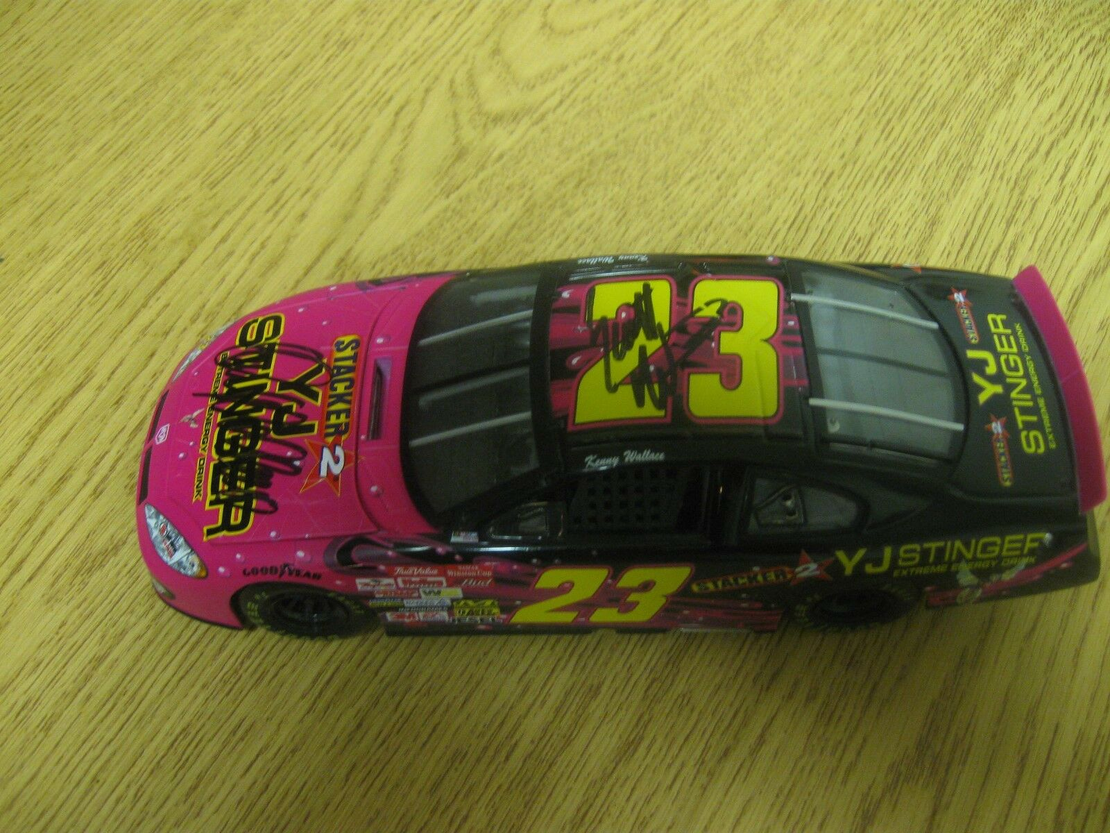 KENNY WALLACE 1 24 DIECAST  23 YJ STINGER SIGNED