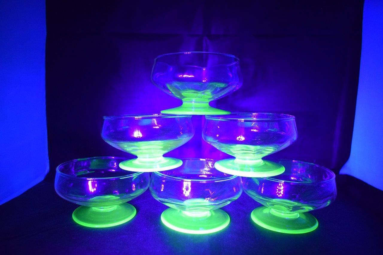 STUNNING VINTAGE VINTAGE VINTAGE X6 URANIUM Grün GLASS SMALL SUNDAE DESSERT SHERBET BOWL DISH 3cff3e
