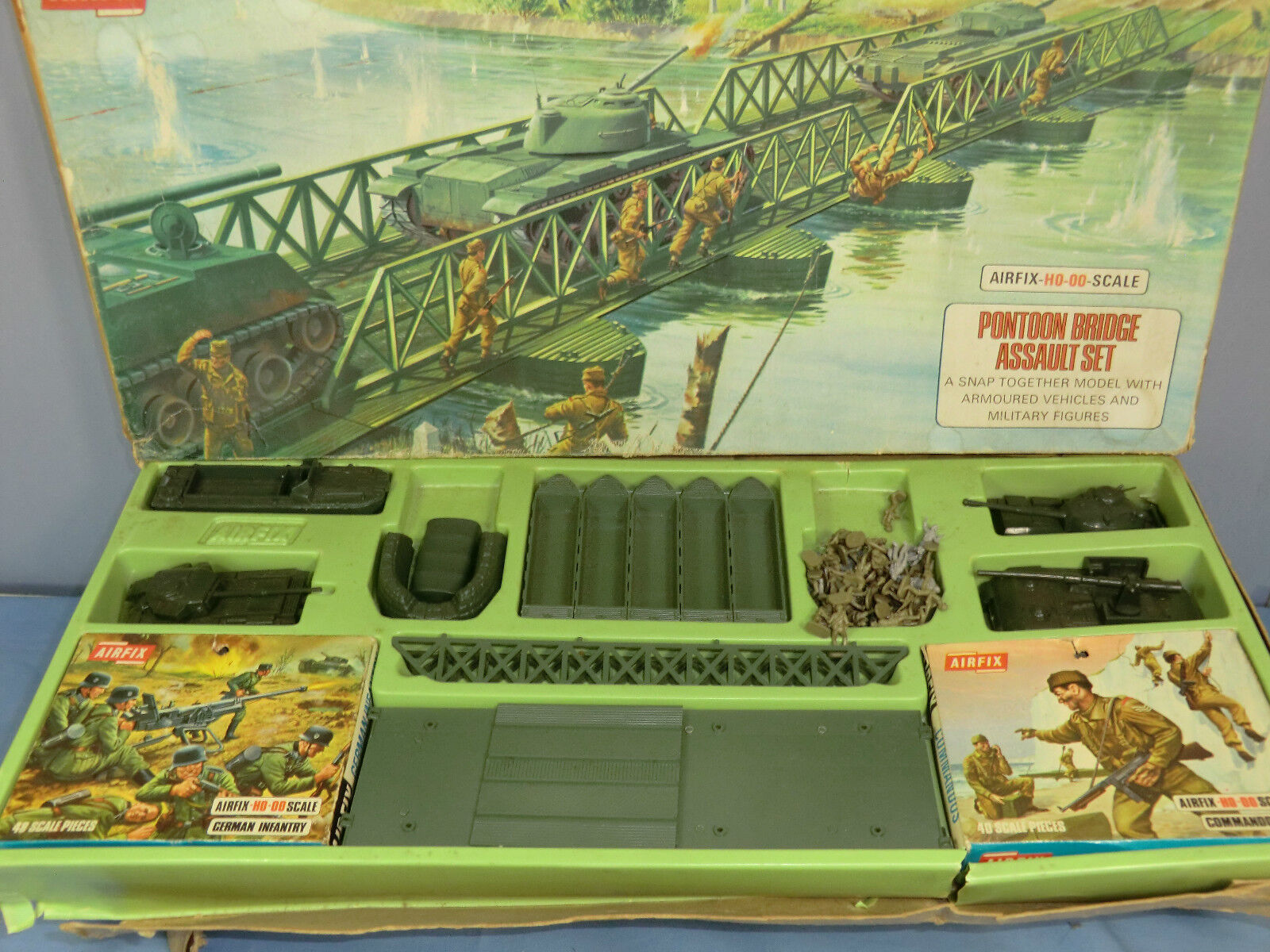 VINTAGE AIRFIX  MODEL  No.1765-598 PONTOON BRIDGE ASSAULT SET  VN MIB