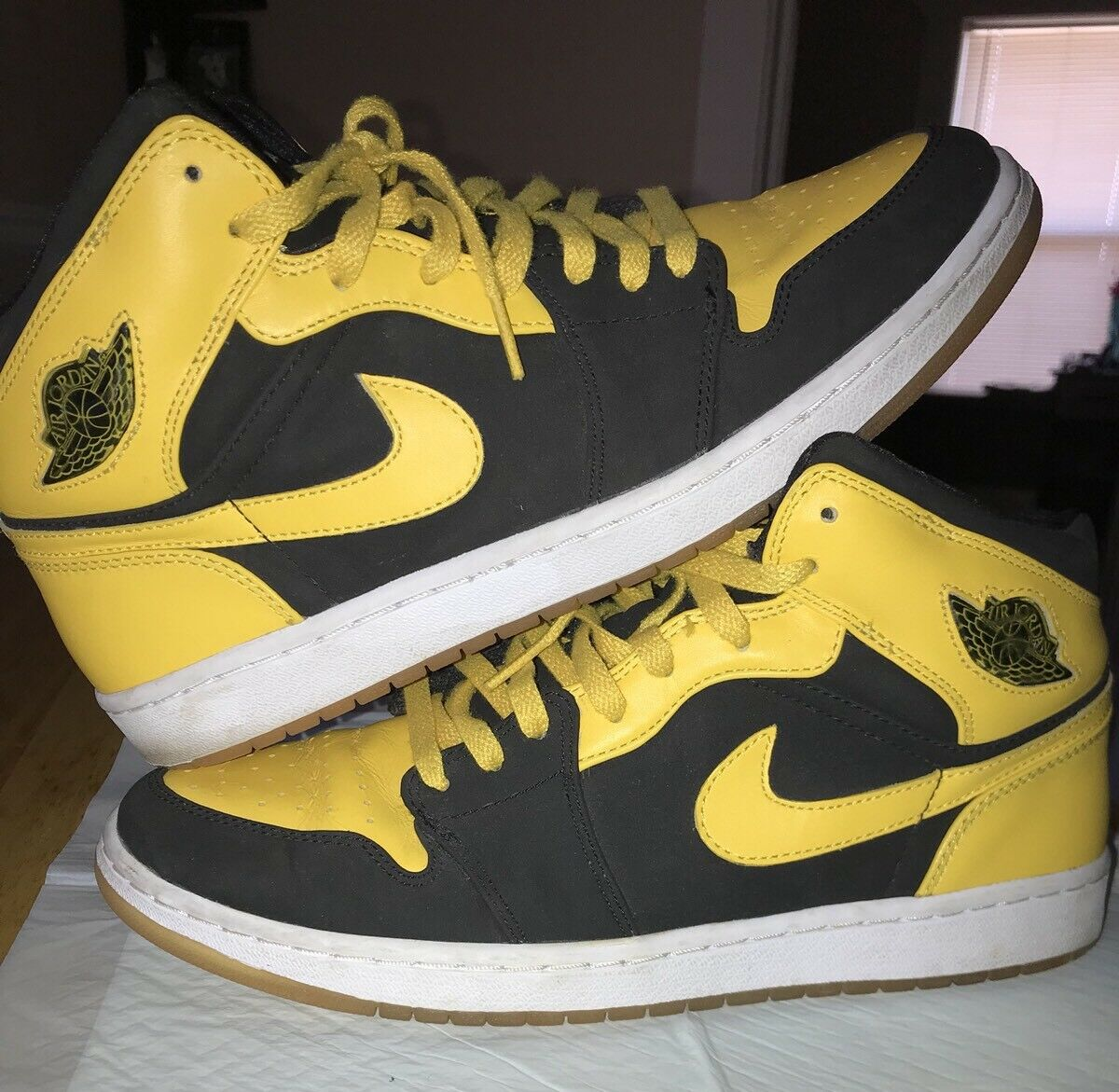 Nike Air Jordan Retro 1 OG Mid New Love Black Yellow Size 10.5
