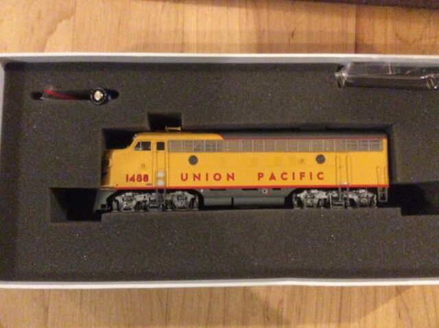 Athearn Genesis Locomotive HO Scale Union Pacific F-7A G10251 #1483 w/sound FLAW
