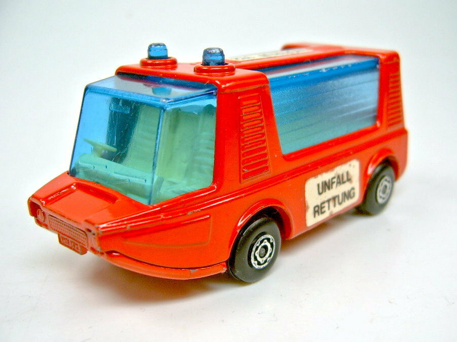 Matchbox SF No 46b Stretcha Fetcha Red  ACCIDENT RESCUE  DT. Special Model
