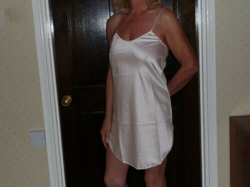 Negligee and  nightdress in Peach Poly Satin  10//12 Wms