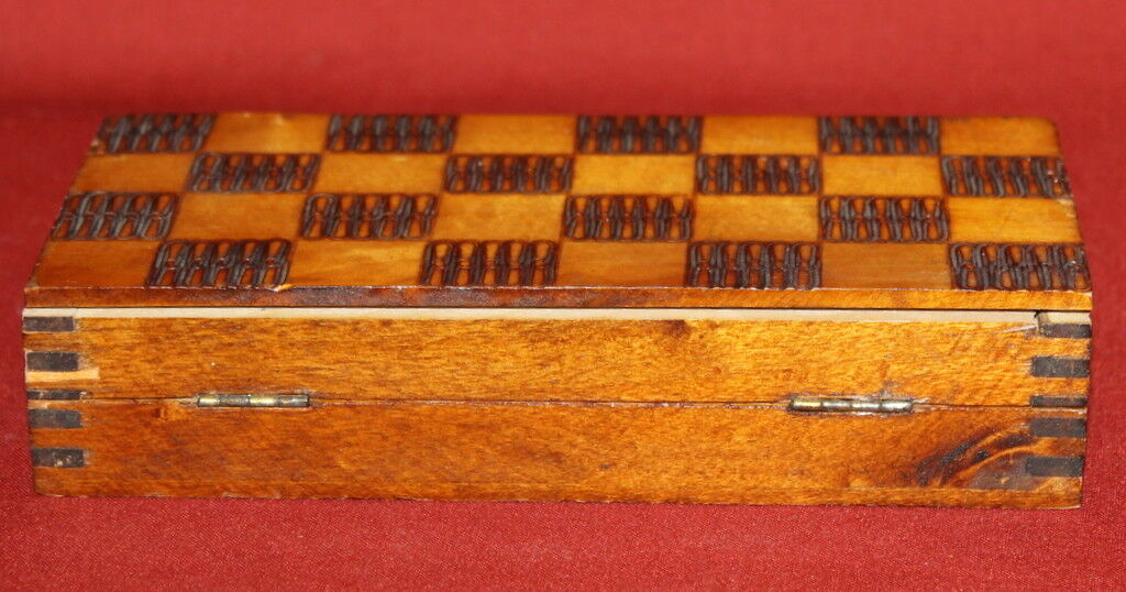 1964 Handcrafted Pyrography Wood Treen Compact Chess Box Box Box ea3a26