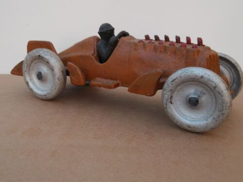 10 Moving Piston`s Model Racing Car and driver Hubley vo