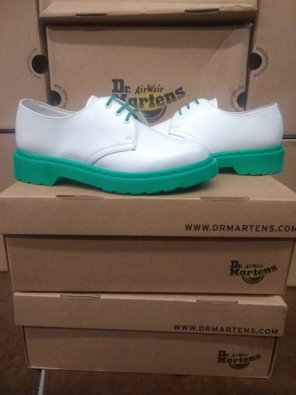 DR MARTENS 1461 WEISS LEATHER/GREEN SOLE SIZE 8