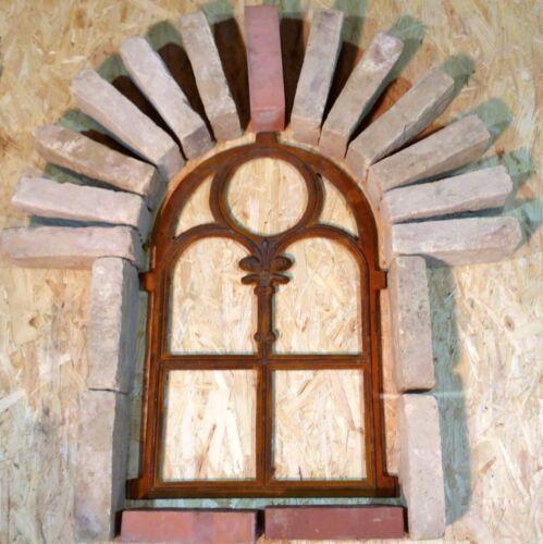 601A  Antik Stallfenster Gussfenster Trockenmauer Stallgitter Natursteinmauer