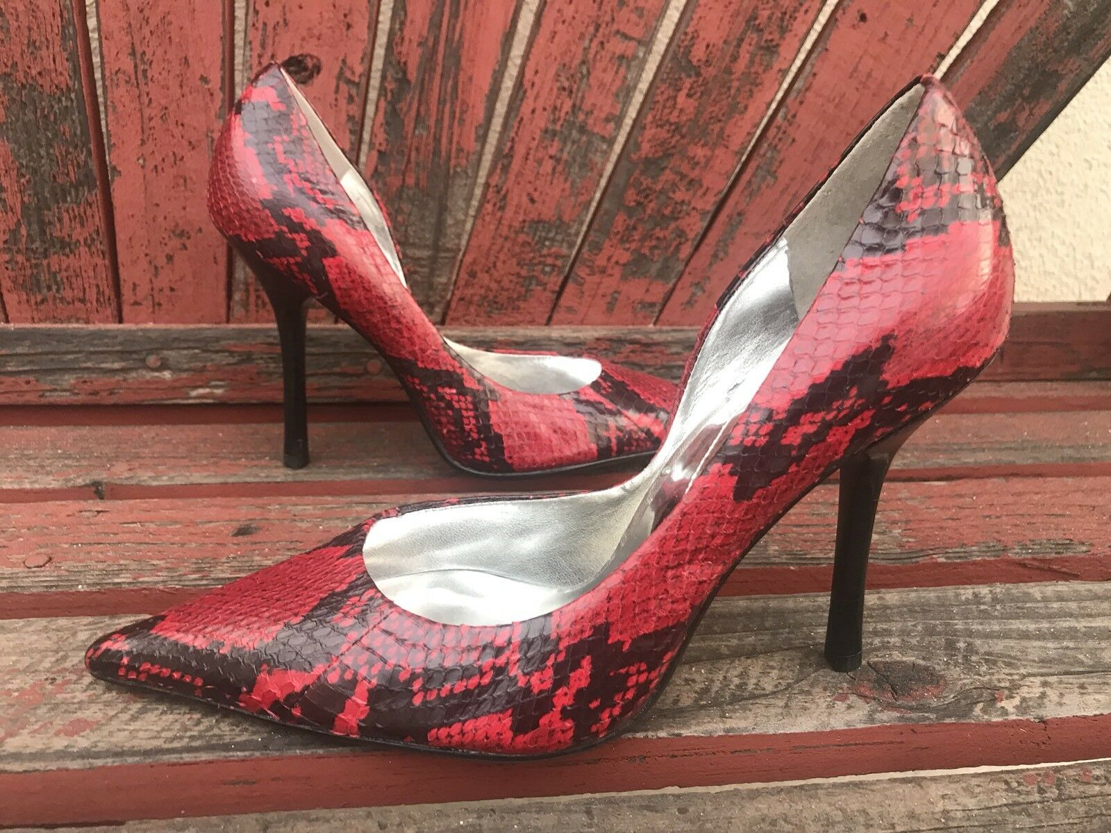 ReD bLaCk SNaKeSKiN NEW 7 Pointy Toe CARRIE Stiletto Heels PUMPS GuESS