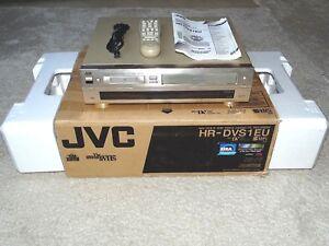 JVC-HR-DVS1-miniDV-S-VHS-Videorecorder-OVP-sehr-gepflegt-2-Jahre-Garantie