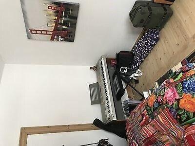 9400 værelse, kvm 16, mdr forudbetalt leje 3500