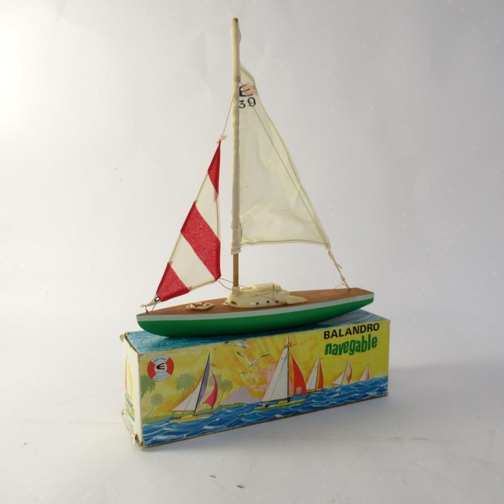 Giner Yacht - Balandro Navegable Ocean Racing Yacht in Green with Cloth Sails
