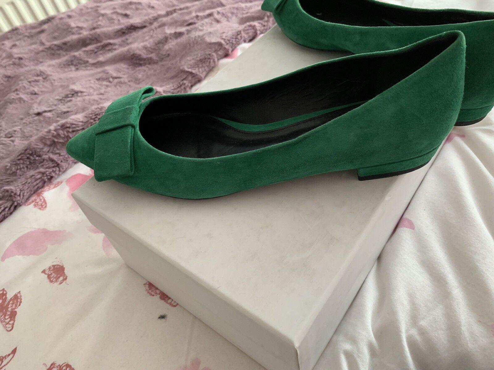 Hugo Boss Ballerina - Size 4
