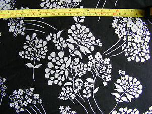Very-Good-Weight-Jersey-60-034-x-4-Yards-8-034-White-Flowers-on-Black