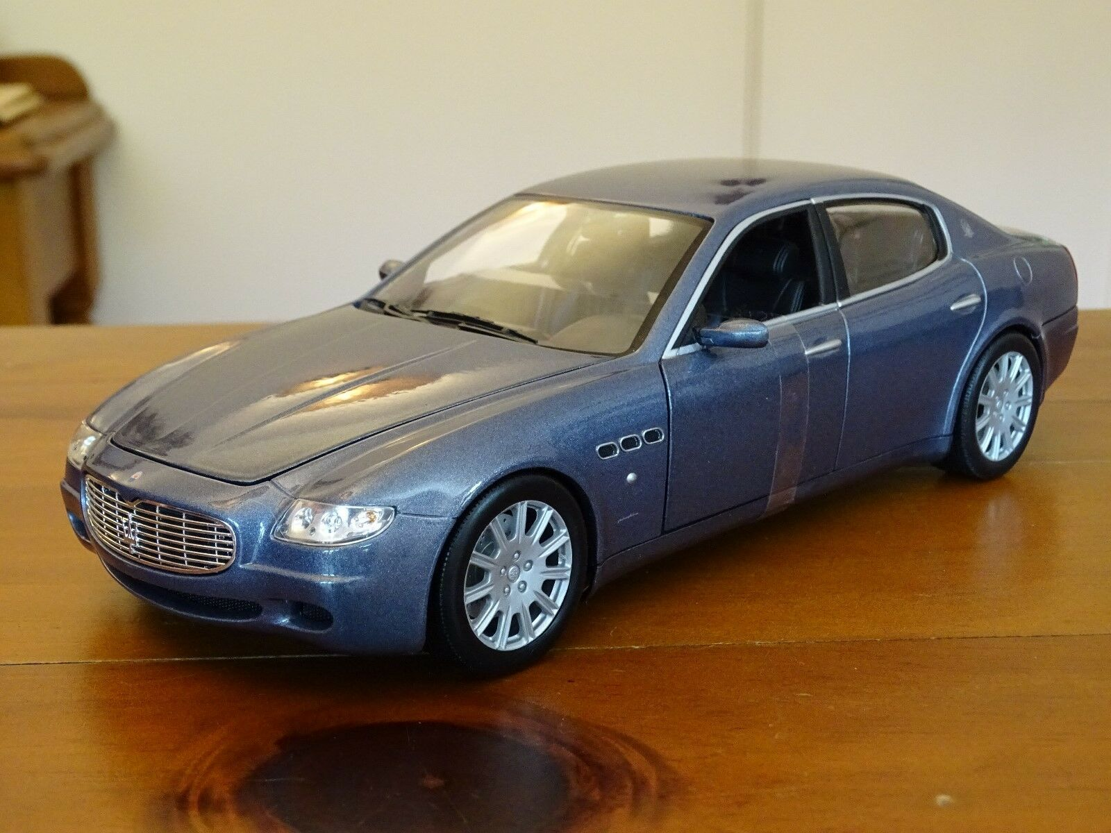 1 18 Maserati Quattroporte 4.2 Litre V8 Ferrari Azure bluee 2003 Rare