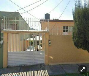 Casa  con amplio terreno y casa  extra en la parte trasera.