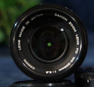 Vintage-CANON-FD-100-200mm-f5-6-Manual-Focus-Zoom-Lens-with-Built-In-Lens-Hood