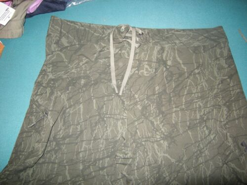 Brand New Mens Green Camouflage Under Armour Heat Gear Loose Shorts 36