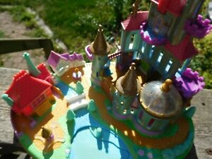 Polly-Pocket-Beauty-and-The-Beast-Castle-Tiny-Collection-Vintage-Disney