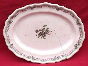 """French Country Folk Art Scalloped Oval Dish Hand Painted Faience Bordeaux 19th C - France - Commentaires du vendeur : """"French country folk art scalloped oval dish hand painted oval dish with olive green and manganese enamels made in Bordeaux during the middle of the 19th century. 11 3/4"""" (30cm) length, 9"""" (23cm) width. Good condition  - France"""