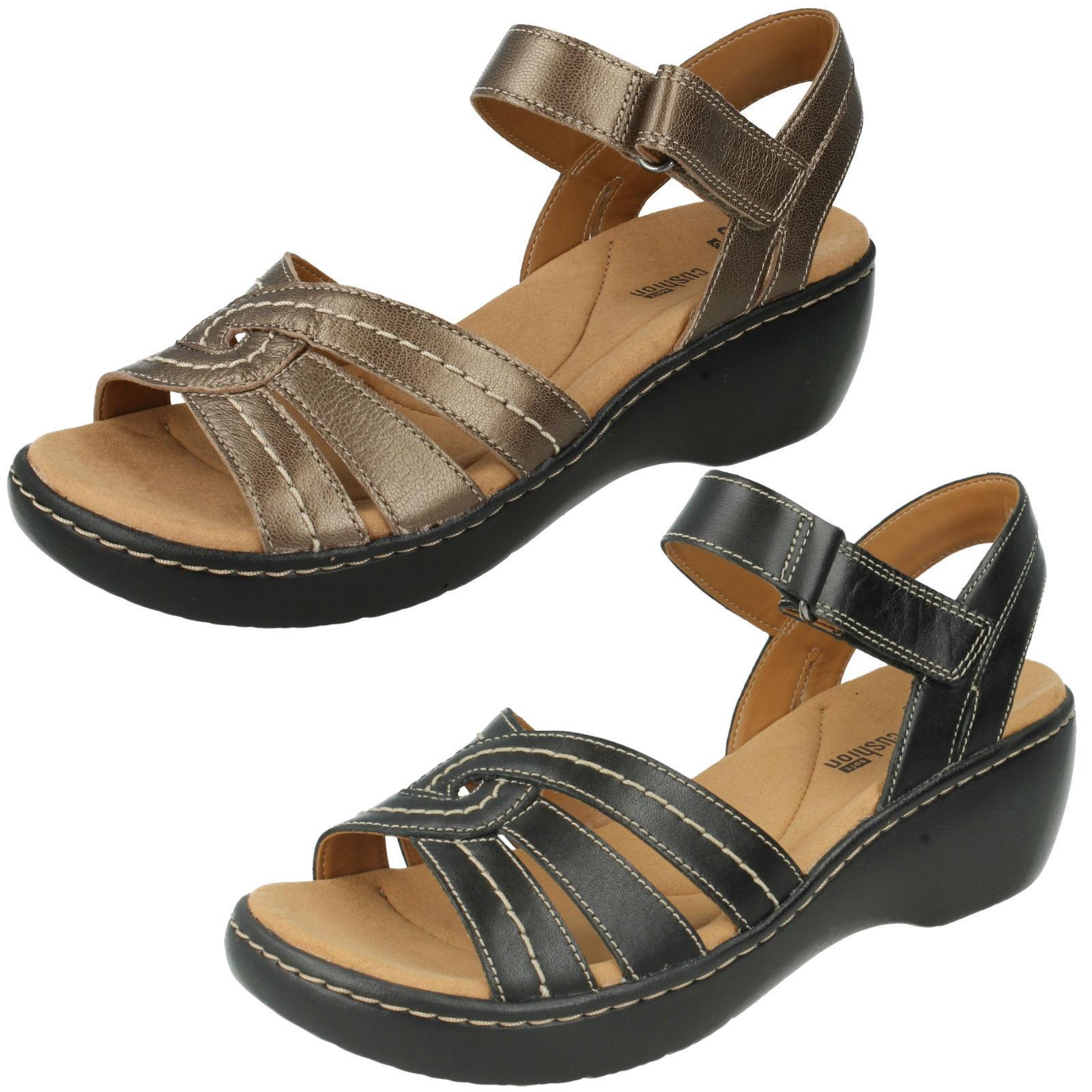 Delana Varro Damen Klettverschluss Clarks Leder offene Zeh Klettverschluss Damen Keilabsatz Sandalen a15298