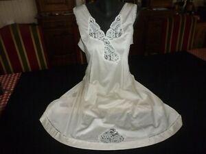 jolie combinaison&fond de robe vintage jolie dentelle Taille 50/52  ref  FO31